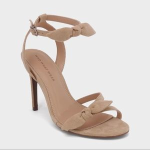 NWT who what wear eden bow detail heels taupe nude